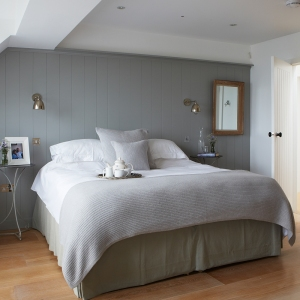 Ideal-Home-Aug-19-Selsey-House-Main-bedroom